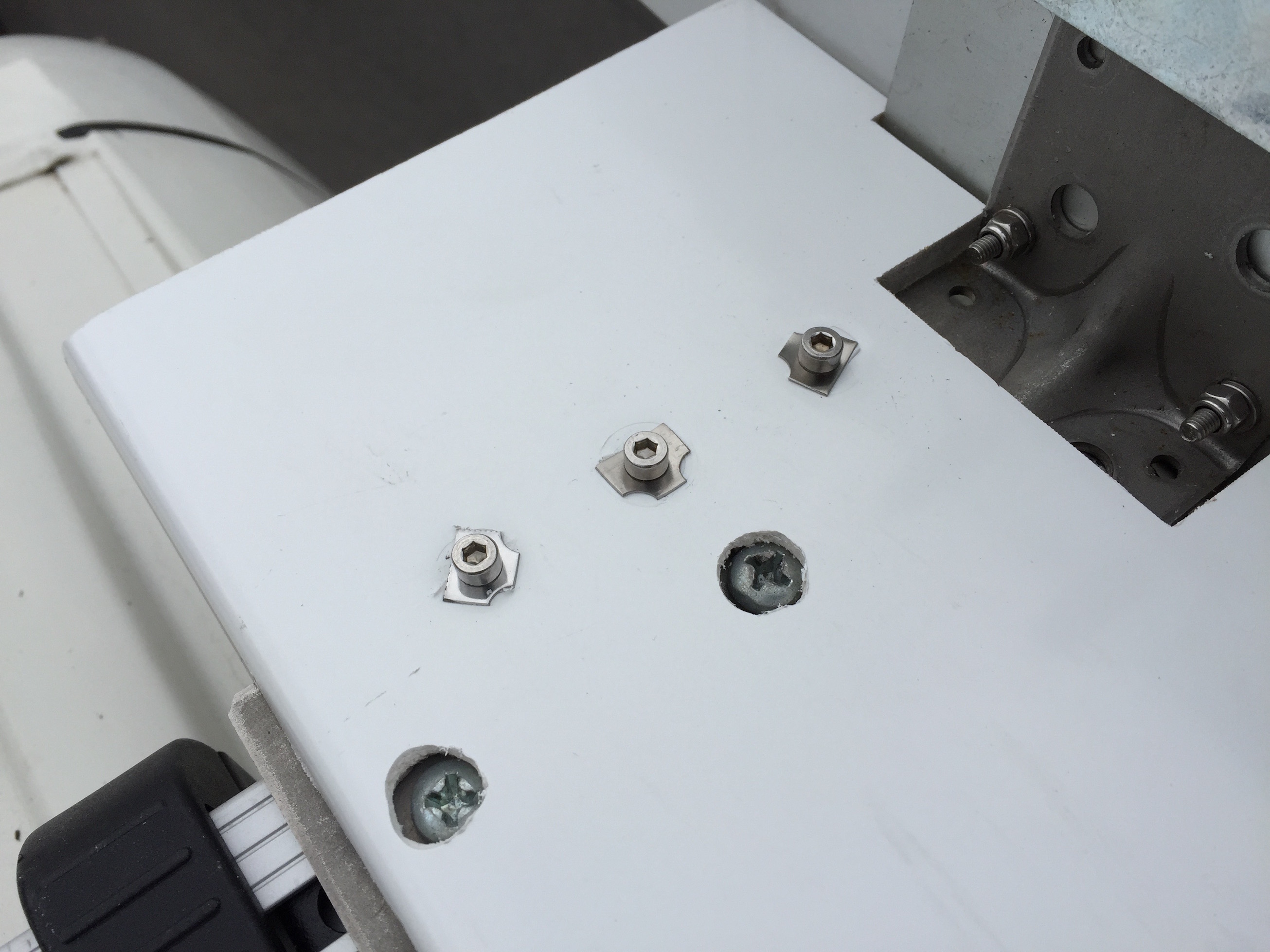 Close-up capping board fixing